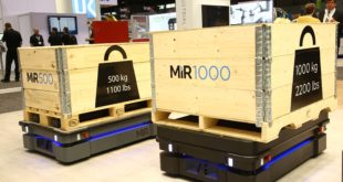 Mobile robot optimises internal logistics flow