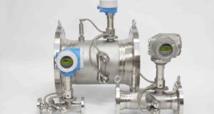 Ultrasonic gas flowmeter has integrated pressure and temperature sensors