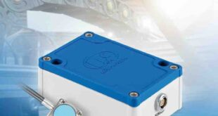 Active capacitive measurement system incorporates preamplifier within the sensor head